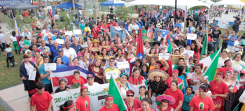 Group photo of crowd at Latin Festival 2017